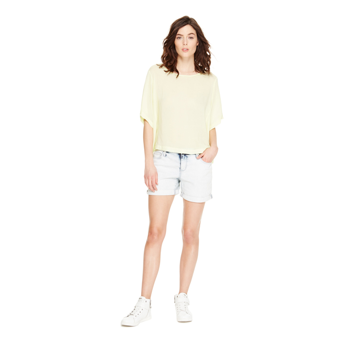 SKY WASH DKNY JEANS LIGHT WASH BOYFRIEND SHORT Outlet Online